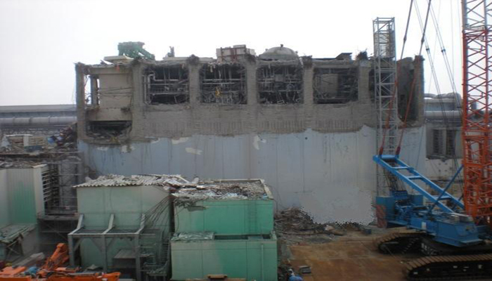 tepco-fukushima-unit4-cover-up-700w